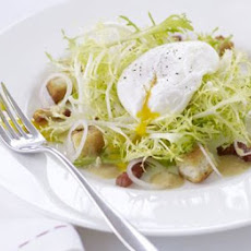 Salad Lyonnaise (Warm bacon & egg salad)