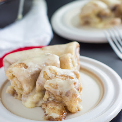 {Easy, 30 minute} Cinnamon Roll Skillet Cake