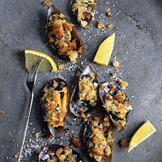 Mussels with Herbed Bread Crumbs