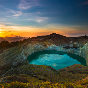 :: sunrise in kelimutu lake :: by Eddy Due Woi - Landscapes Mountains & Hills