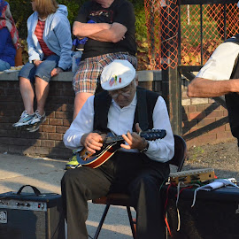 by Jeff Isenberg - People Musicians & Entertainers