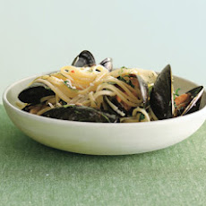 Linguine with Mussels and Fresh Herbs