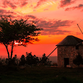 windmil under a blood red sky by Nuno Miguel Valente - Landscapes Sunsets & Sunrises ( mountains, nunovalentefotografia.blogspot.pt, nmvalente, sunset, penacova, landscape, paisagem, windmill, moinhos )