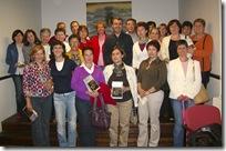 El autor, junto a integrantes del Club de Lectura.