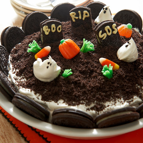 Halloween Graveyard Ice Cream Pie