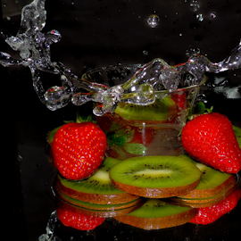 kiwi and strawberry by LADOCKi Elvira - Food & Drink Fruits & Vegetables ( fruits.kiwi )