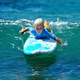 Catching the wave by Alfonso de las Cuevas - Sports & Fitness Surfing ( surfing, surf )