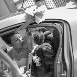 When i fall in love... by Leon Low - Wedding Bride & Groom