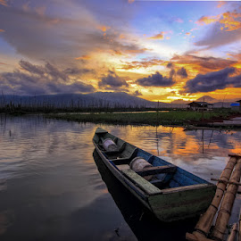 Enjoy Sunset by Franciscus Satriya Wicaksana - Landscapes Sunsets & Sunrises ( sky, sunset, lake, boat, landscape )