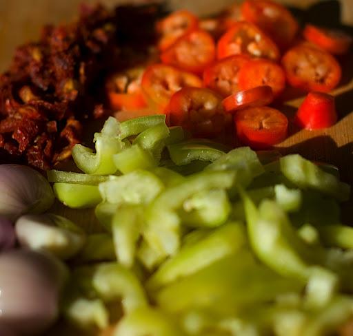 Gasztro – Pikáns csirke mogyoróhagymával