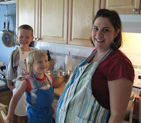 BigE, Fish and Mama baking muffins