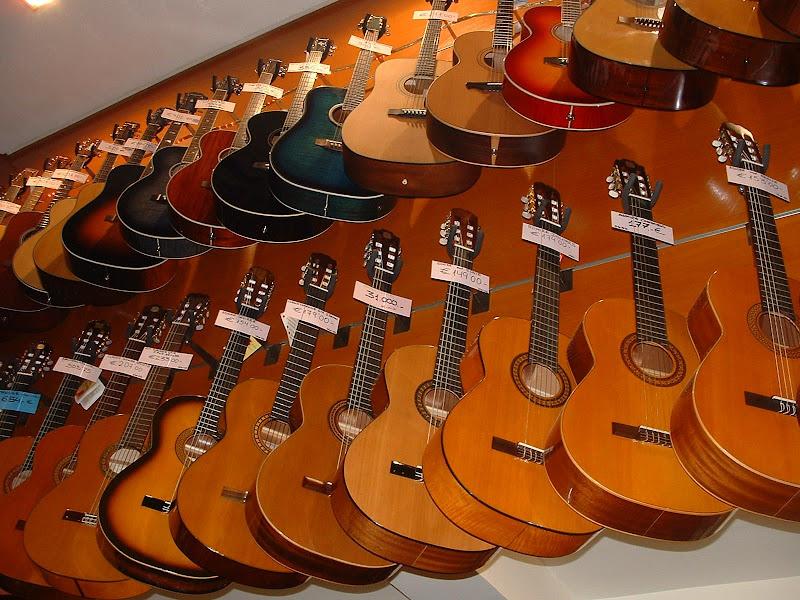 Fotos Gratis Música - Guitarras españolas