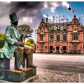 HC Andersen looks at Tivoli Garden by Foto Woz - Novices Only Street & Candid ( copenhagen, statue, street, hc andersen, denmark, tivoli )