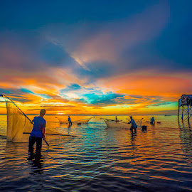 Fishing. by LietHung Tran - Landscapes Waterscapes ( clouds, water, skyline, fish, waves, clouds and sea, sea, guardhouse, colorfull, fishermen, sky, color, men, fishing )