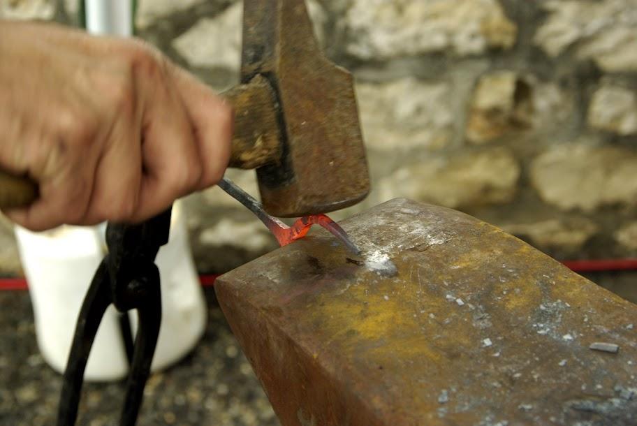 Fête médiévale à Cruas (Ardèche) - Je reprend une tête de taureau pour en faire une fourchette... en attendant qu'il fasse un peu meilleur pour passer à des choses plus neuves