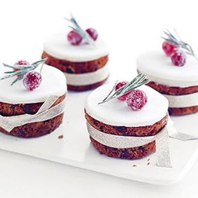 Little frosty Christmas cakes