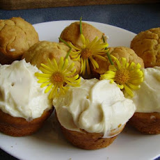 Yellow Sour Cream Cupcakes