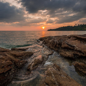 Tides by Mahdi Hussainmiya - Landscapes Sunsets & Sunrises ( tides, clouds, rock formations, flowing, sunset, sea, horizons, dusk )