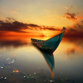 alon-alon le nyalip by Indra Prihantoro - Digital Art Things ( sunset, boats, transportation, boat )