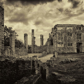 Berry Pomeroy Castle by Alex Graeme - Buildings & Architecture Decaying & Abandoned ( berry pomeroy castle, devon, haunted, abandoned )