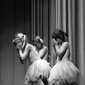 by Arti Fakts - News & Events Entertainment ( child, girls, dancers, theatre, little, children, artifakts, stage, entertainment, dancer,  )
