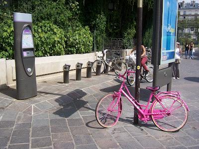 Przyjazny środek transportu połączony z prowokacyjnym przekazem.