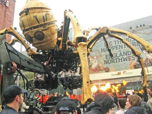 Novas imagens do robô aranha gigante de 37 toneladas