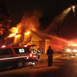 Knoxville, TN 3 alarm apartment building fire by Mike Watiker - News & Events US Events