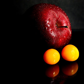 Contrasting colors by Prasanta Das - Food & Drink Fruits & Vegetables ( contrast, apple, colors, berries )
