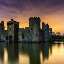 Bodiam Castle by Sergiusz Rydosz - Buildings & Architecture Public & Historical ( sky, night, bodiam castle, castle, light )