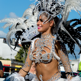 Carnaval fora de horas by Pedro Galvao - News & Events Entertainment ( object, artistic, jewelry )