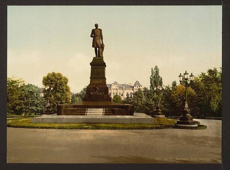 Памятник Николаю I (вместо которого сейчас стоит Тарас Шевченко)