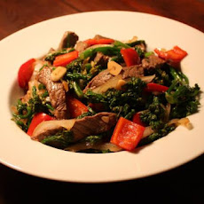 Broccoli Beef With Red Bell Peppers and Garlic