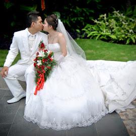 by Rie Fipro - Wedding Bride & Groom