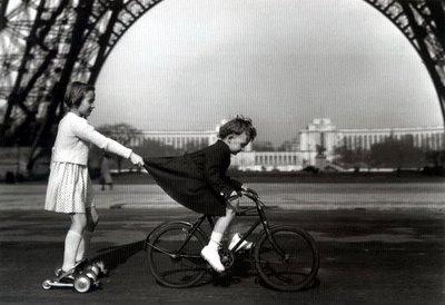 Robert Doisneau -Le remorqueur du Champ de Mars