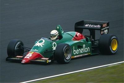 Riccardo-Patrese_Alfa-Romeo-185-1985_upload.wikimedia.org.jpg_thumb%5B2%5D.jpg