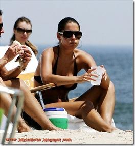 Ashley-Alexandra-Dupre-Bikini-3