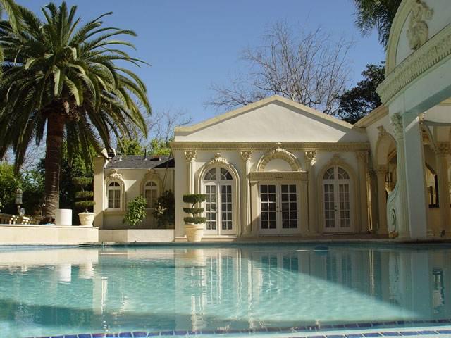 http://lh5.ggpht.com/sureshanandakrishnan/Ry9MllBXxhI/AAAAAAAACyc/AFoaCxlq7sk/s800/shahrukh-khan-house-palace-12.jpg