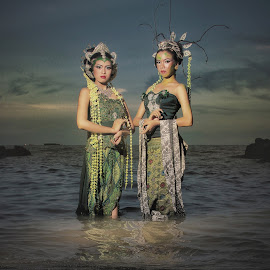 Nyi Roro Kidul & Nyi Blorong by Congky Fadlian - People Couples