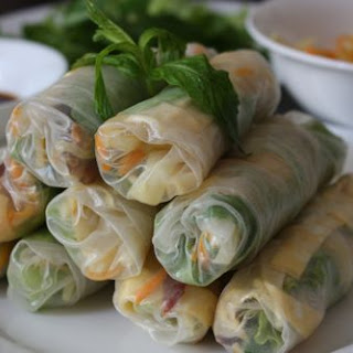 Bò Bía – Vietnamese Rice Paper Rolls with Jicama, Eggs and Chinese Sausage