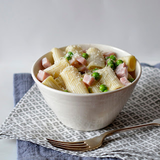 Rigatoni with Ham, Peas and Cream Sauce