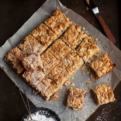 Apple And Mince Pie Crumble Bars