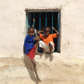 children in Somalia by Chuck Holton - Babies & Children Children Candids ( child, desert, somalia, house, africa )