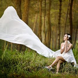 Eunoia by Ericko Papicoco - People Fashion ( life, girl, d750, mood, white, papicoco, nikon, ericko, supertakumar )
