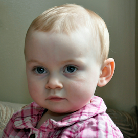 Baby girl by Keith Sutherland - Babies & Children Children Candids ( girl, baby, serious )
