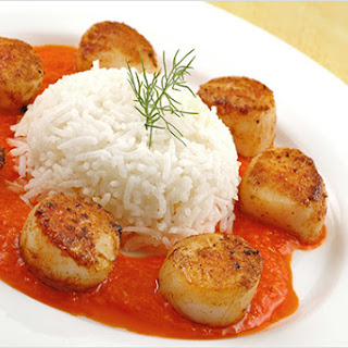 Paprika-Crusted Scallops With Roasted Red Pepper Coulis