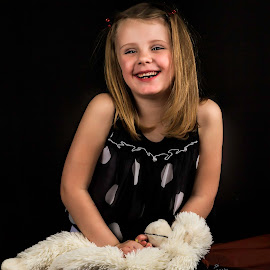 by Shining Pictures - Babies & Children Child Portraits