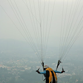 Fly baby fly by Rully Kustiwa - Sports & Fitness Other Sports ( canon, fly, glide, sport,  )