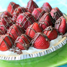 Chocolate-Drizzled Strawberries and Cream Pie