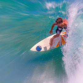 by Courtland Roberts - Sports & Fitness Surfing
